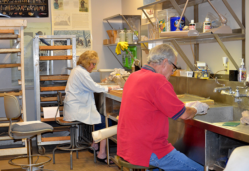Society members Barbara and Ron Toothaker cleaning lithics from the Sargent Collection.