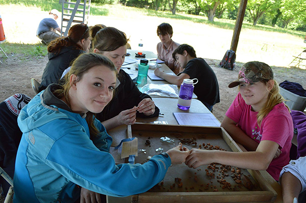 4-H students analyzing the artifacts recovered during their excavations at Hollywood Plantation, 2015.
