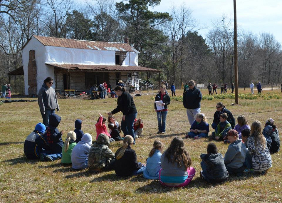 4-H Day of Archeology 2014 at Hollywood Plantation.