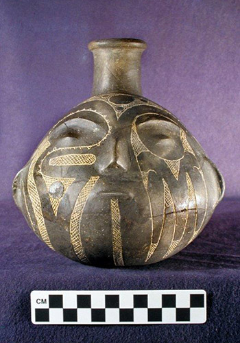 Prehistoric Caddo Tradition effigy bottle - front view. Courtesy of Historic Arkansas Museum and Henderson State University Museum.