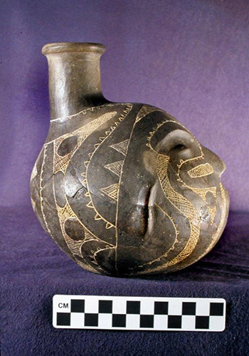 Prehistoric Caddo Tradition effigy bottle profile. Courtesy of Historic Arkansas Museum and Henderson State University Museum.