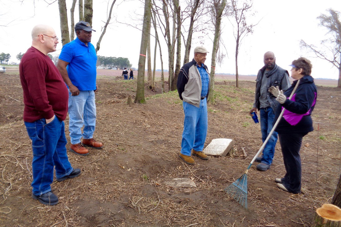Brenda Hutcheson requested the Survey's assistance in preserving the historic Prairie Cemetery.  Photo by Nan Snider.