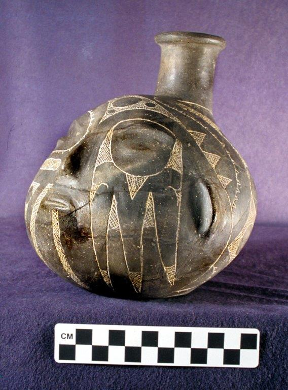 Prehistoric Caddo Tradition Effigy Bottle, AD 1600–1650. Courtesy of Historic Arkansas Museum and Henderson State University Museum.