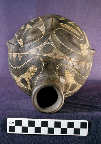 Prehistoric Caddo Tradition effigy bottle - top view. Courtesy of Historic Arkansas Museum and Henderson State University Museum.