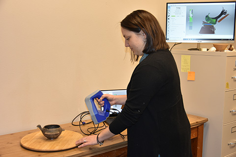 Sarah Shepard using the Artec Space Spider 3D scanner.