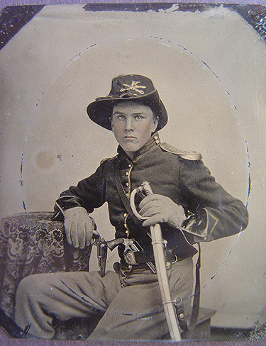 A U.S Cavalryman wearing shoulder scales (Library of Congress, https://www.loc.gov/pictures/item/2010648378/