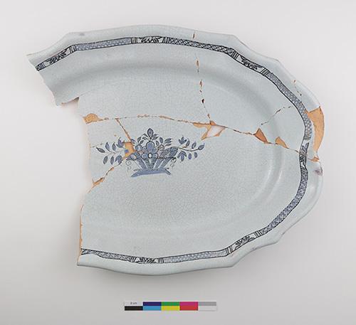 Figure 3. Rouen Blue on White platter (Culture et Communications Québec 2020).